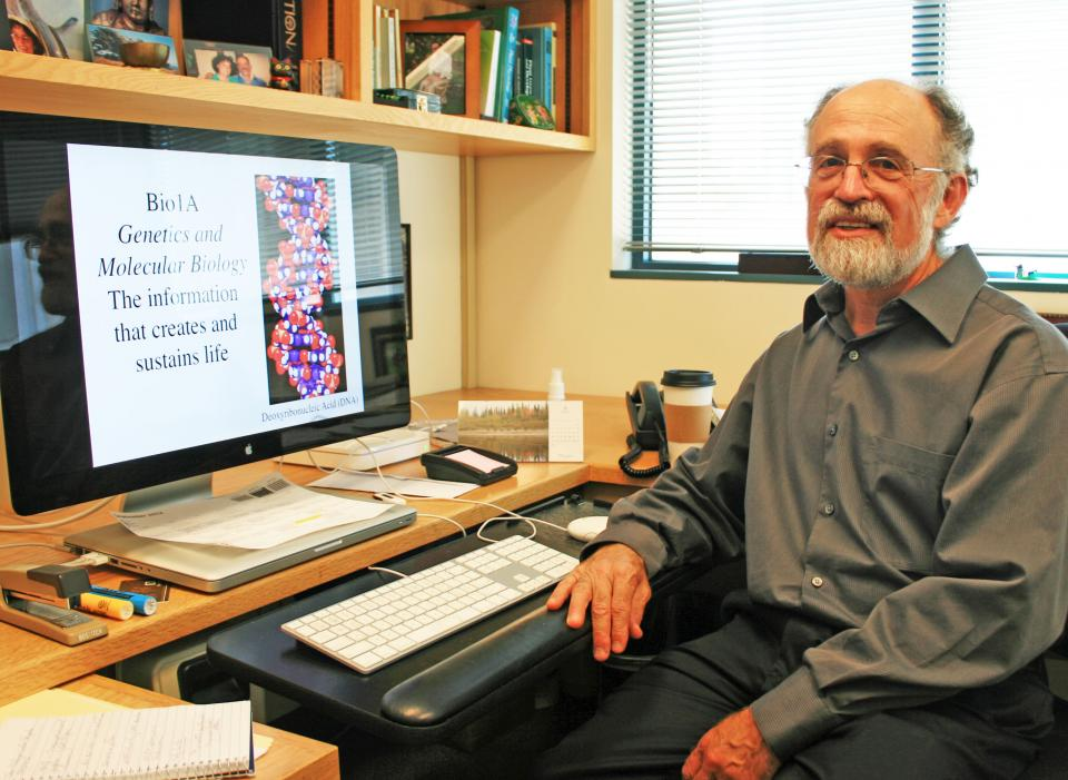 Biology 1A Professor and PMB Chair Robert Fischer